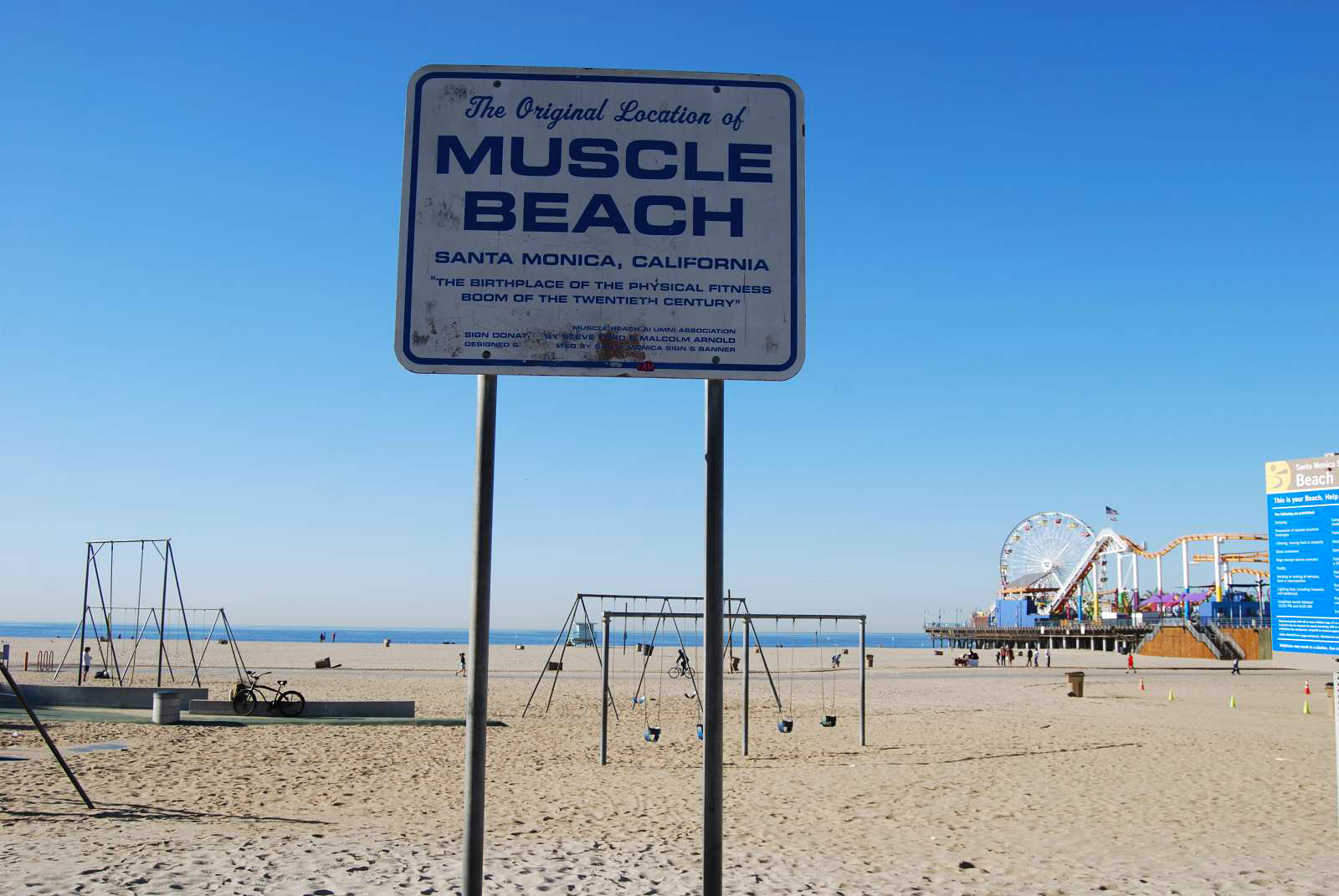 Muscle Beach in Santa Monica Pier - photography by Jenny SW Lee