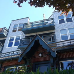 Alki beach houses or apartments