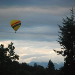 Hot air balloon floating over Redmond (July 2020)